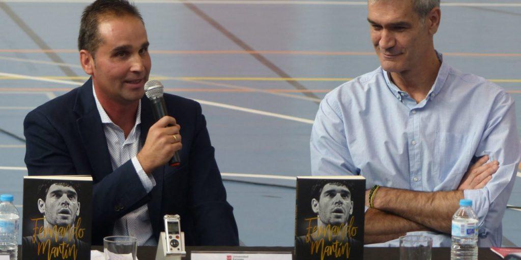 Javier Balmaseda y Antonio Martín durante la presentación del libro en Madrid.