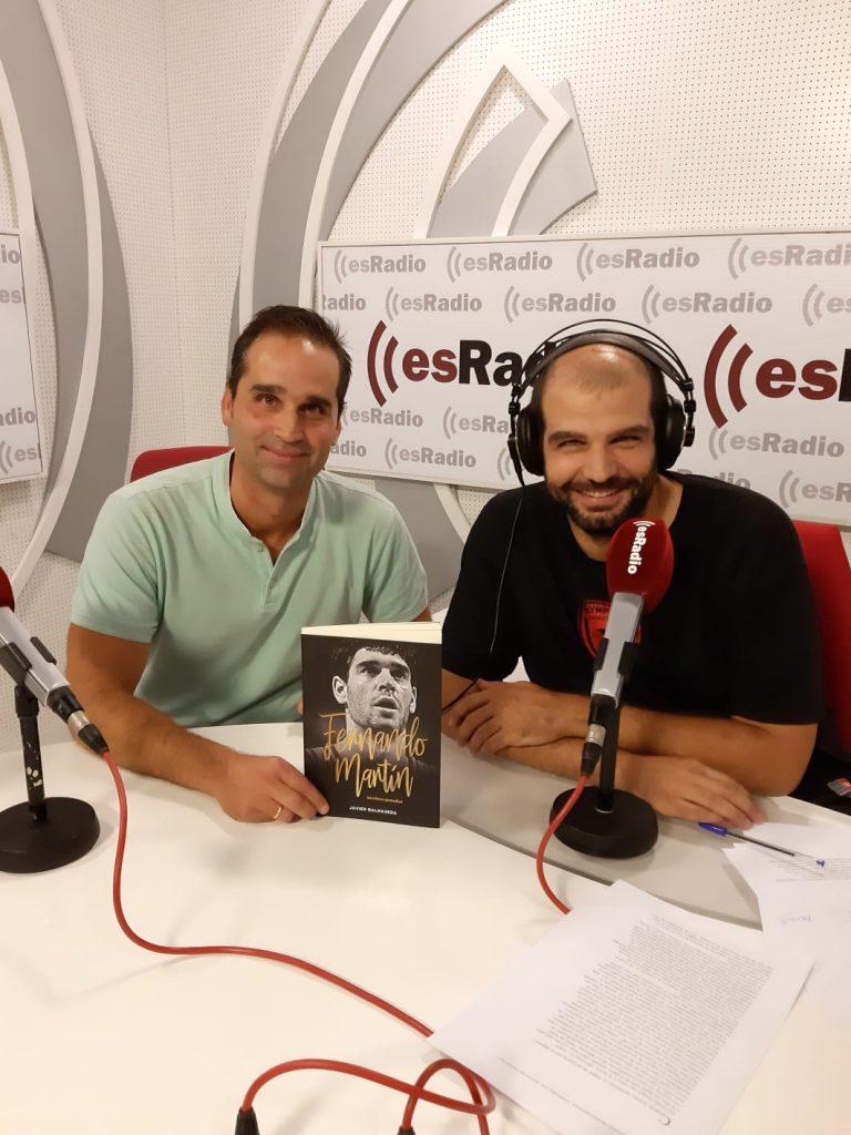 Javier Balmaseda junto a José Manuel Puertas durante la grabación del Tirando a Fallar dedicado al libro.